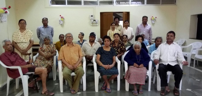 "HRS Members Visit ""Home for the aged"""