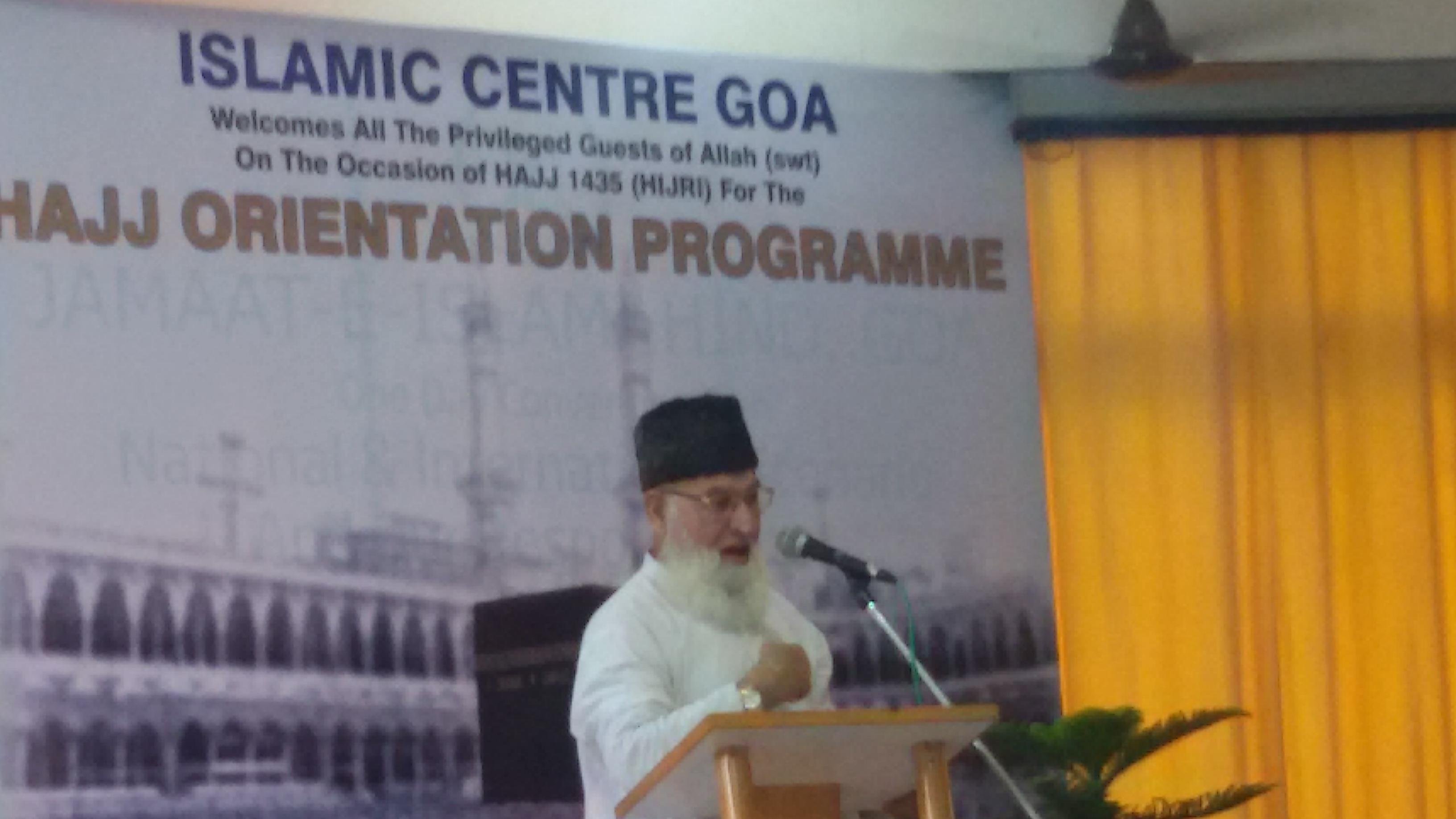 Maulana Rafique Qasmi Addressing the Hajis